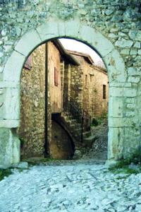 Castello di Pissignano - Arco